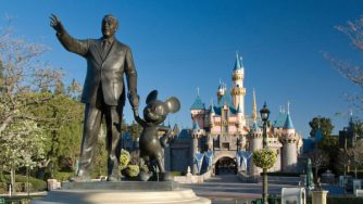 disneyland-resort-anaheim-sleeping-beauty-castle-walt-mickey-mouse-600x338