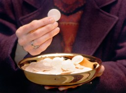 MINISTER PRESENTS EUCHARIST DURING COMMUNION